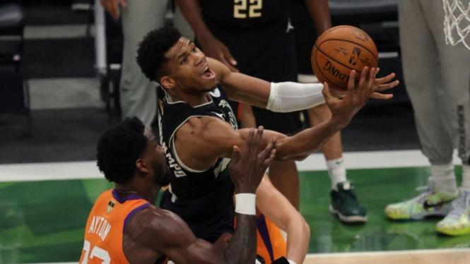 Final NBA 2020/2021 antara Milwaukee Bucks vs Phoenix Suns.