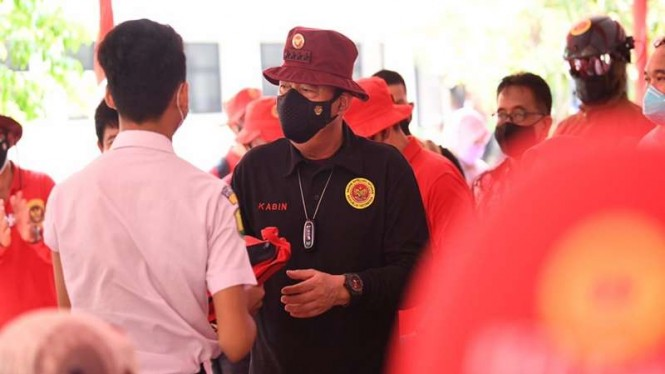 Kepala BIN Jenderal (Purn) Budi Gunawan meninjau vaksinasi pelajar