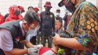 Vaksinasi Kurangi Risiko Gejala Berat hingga Kematian