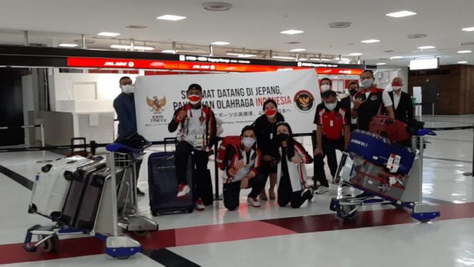 Atlet Indonesia dari cabang olah raga angkat besi dan rowing Olimpiade Tokyo