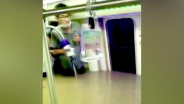 https://thumb.viva.co.id/media/frontend/thumbs3/2021/07/22/60f919010c1f9-kesaksian-penumpang-luput-dari-maut-setelah-banjir-menerjang-stasiun-kereta-bawah-tanah-di-china-saya-sulit-bernapas_375_211.jpg