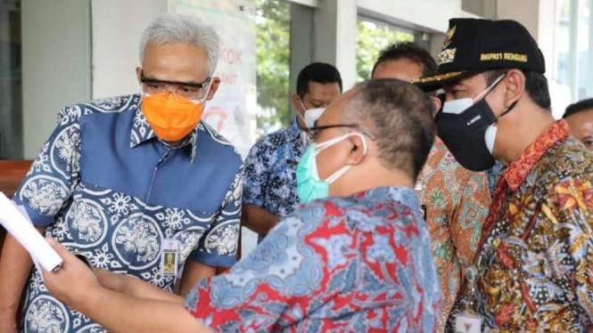 Gubernur Jawa Tengah Ganjar Pranowo dalam acara Rembug Desa di Pendapa Kabupaten Cilacap, Kamis, Kamis, 22 Juli 2021.