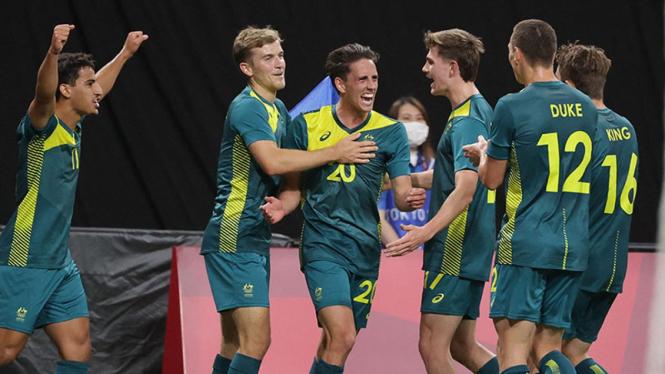 Selebrasi Timnas Australia U-23 usai bobol gawang Argentina di Olimpiade Tokyo