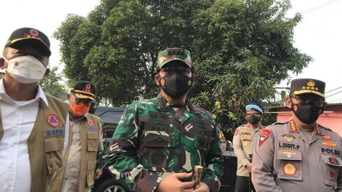 Panglima TNI, Kapolri dan Kepala BNPB cek vaksinasi kelilingaz di Jakarta
