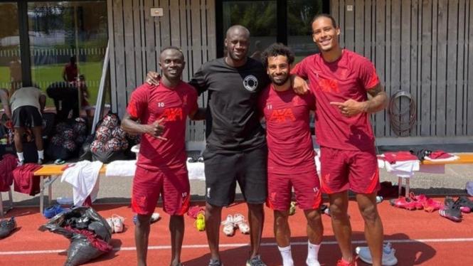 Yaya Toure saat menghadiri latihan Liverpool