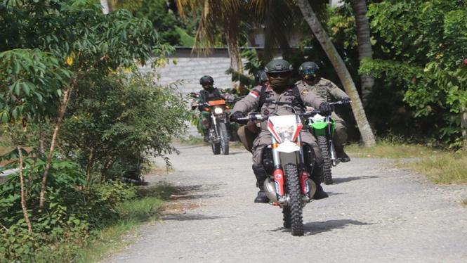 Kapolda Sulteng Irjen Polisi Abdul Rakhman Baso ikut memburu teroris Poso