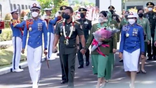 VIVA Militer: KSAD bersama dua orang Taruna/Taruni lulusan terbaik Akmil 2021