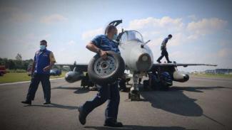 VIVA Militer: Pesawat tempur TNI pecah ban