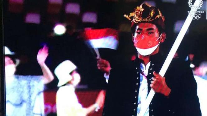 Rombongan Indonesia di parade pembukaan Olimpiade Tokyo 2020