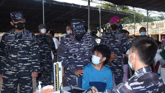 VIVA Militer: Panglima Koarmada I tinjau serbuan vaksin di Babelan, Kab.Bekasi