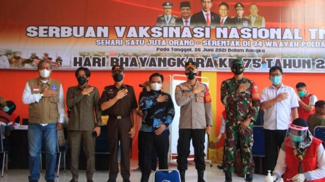 Kapolres Enrekang AKBP Andi Sinjaya Ghalib (tengah)