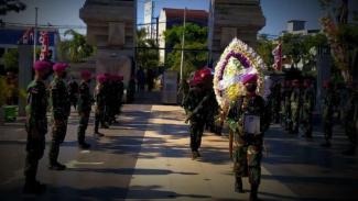 VIVA Militer: Proses pemakaman Serma KKO H Samuri
