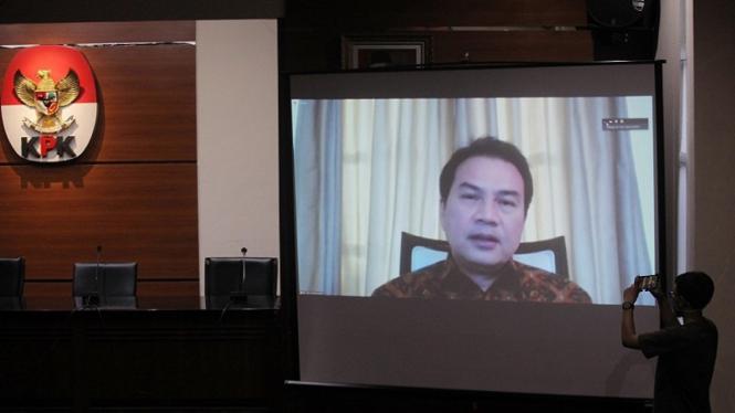 Wakil Ketua DPR RI Azis Syamsuddin bersaksi di sidang kasus suap penyidik KPK