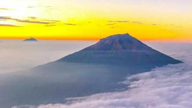 Ilustrasi gunung.