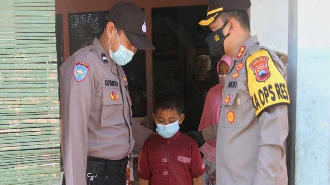 Kapolres Sukoharjo, AKBP Wahyu Setawan Nugroho menjemput bocah Ghifari