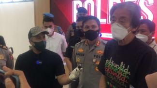 Irfan Hakim dan Sahabatnya di Polres Bogor saat konpres pencurian arwana.