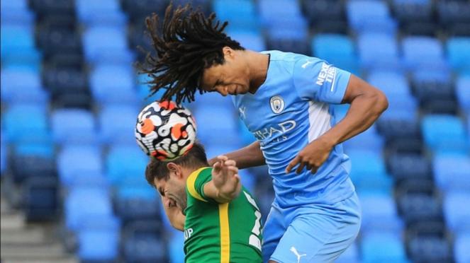 Pertandingan Manchester City vs Preston North End.
