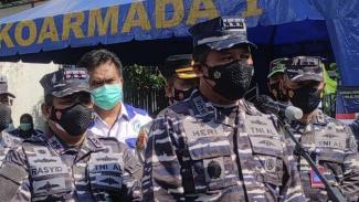 VIVA Militer:Wakasal Laksdya TNI Ahmadi Heri Purwono tinjau vaksinasi di Jonggol