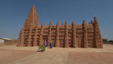 https://thumb.viva.co.id/media/frontend/thumbs3/2021/07/29/61020eda6dc09-masjid-masjid-saksi-penyebaran-islam-di-afrika-selama-ratusan-tahun-jadi-situs-warisan-dunia-unesco_375_211.jpg