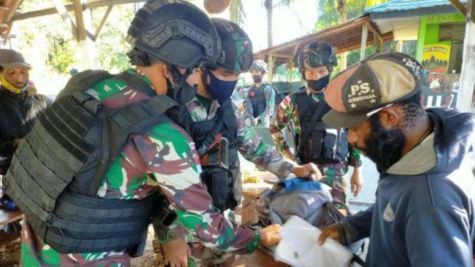TNI menangkap anggota TPNPB-OPM.