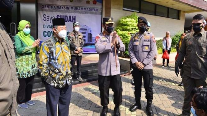 Kapolri meninjau vaksinasi yang digelar di kantor PP Muhammadiyah