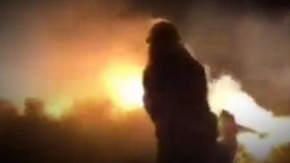 VIVA Militer: Kobaran api di lokasi jatuhnya helikopter militer.