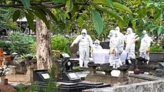 Ilustrasi - Pemakaman dengan prosedur COVID-19 di Kota Yogyakarta.