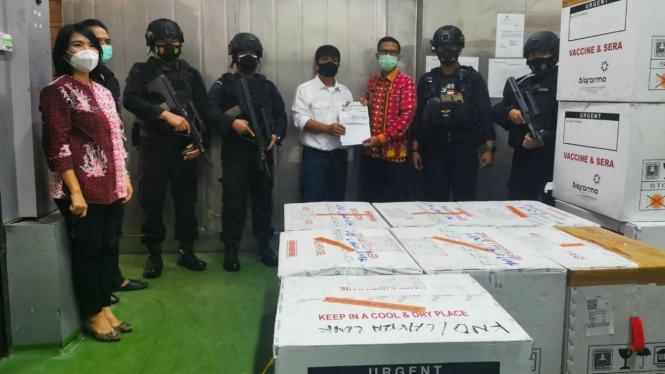 Brimob Kawal Kedatangan 70 Ribu Dosis Vaksin Moderna di Sumatera Utara