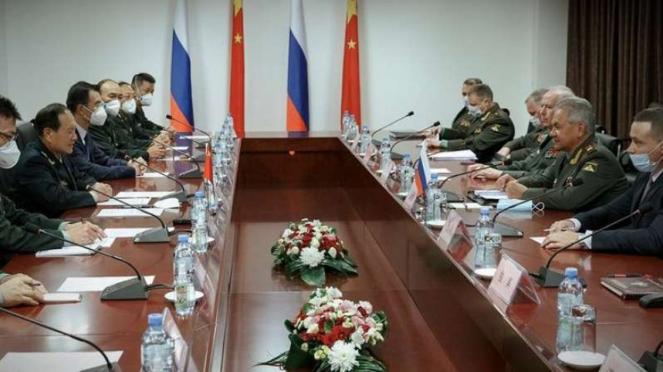 VIVA Militer: Pertemuan Jenderal perang China dan Rusia di Tajikistan.