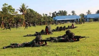 VIVA Militer: Prajurit TNI dari Yonko 469 Paskhas merebut Lanud Soewondo