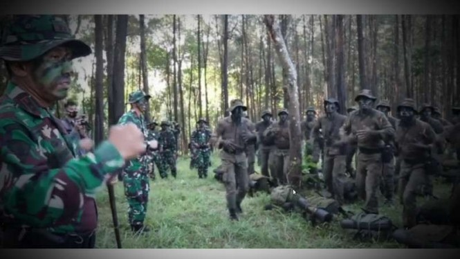 VIVA Militer: Divif 2 Kostrad TNI AD gelar Latihan Pertempuran Hutan di Jatim