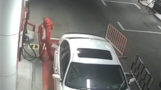 Viral Video BMW Kabur setelah Isi Bensin (Instagram/kabarbintaro)