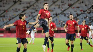 Pemain Timnas Spanyol U-23 merayakan gol Mikel Oyarzabal