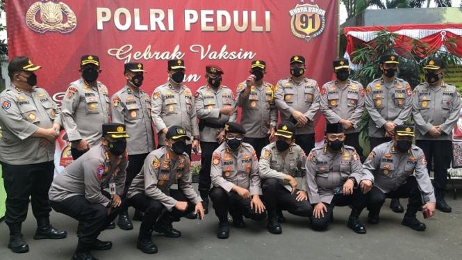 Para jenderal angkatan Kapolri bakti sosial di Jakarta