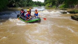 Tim SAR melakukan pencarian tengelamnya bocah di Sumatera Utara.