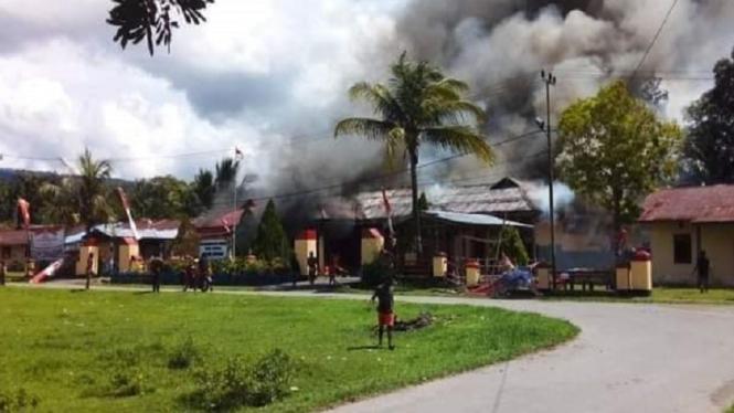 Polsek Nimboran, di Distrik Nimboran, Kabupaten Jayapura dibakar massa