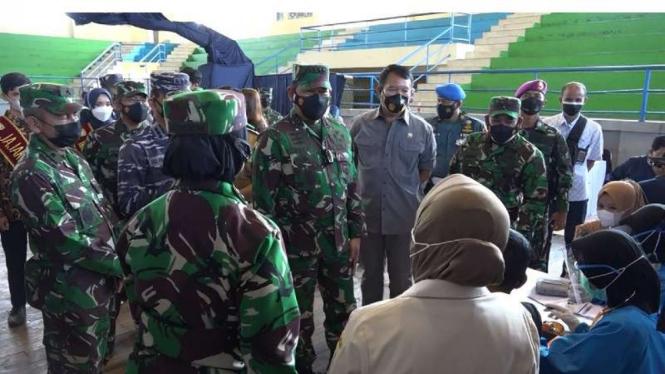 VIVA Militer: KSAL tinjau serbuan vaksinasi di Kabupaten Sumedang