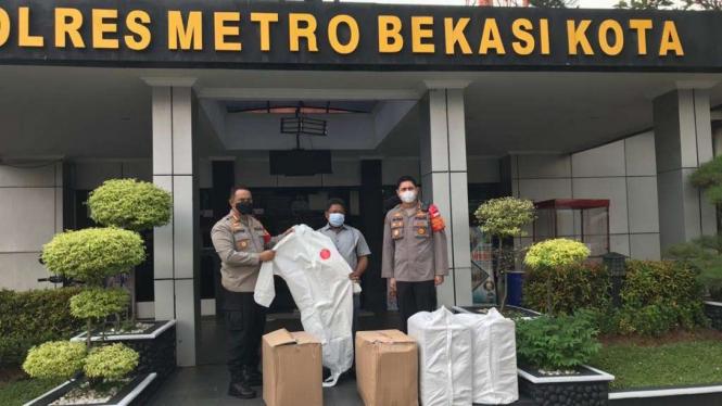 Bantuan APD Untuk Polres Bekasi Kota