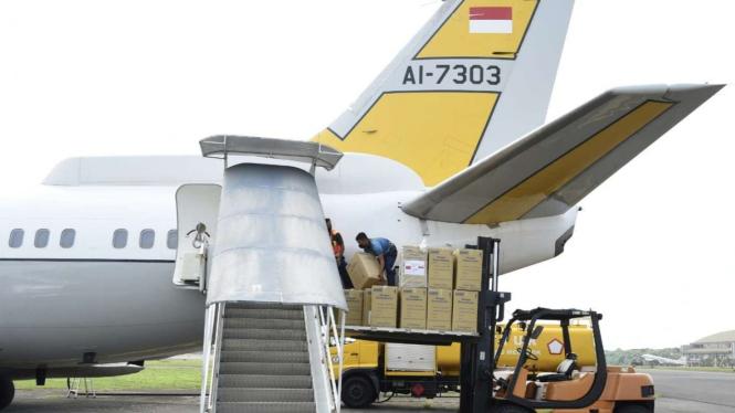 VIVA Militer: Pesawat Boeing TNI Angkatan Udara membawa bantuan Alkes ke Papua