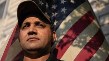 https://thumb.viva.co.id/media/frontend/thumbs3/2021/08/04/610a04af52c17-dari-penerjemah-afghanistan-menjadi-tunawisma-as-jalan-panjang-menggapai-mimpi-di-amerika_375_211.jpg