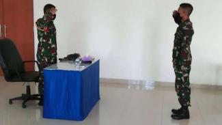 VIVA Militer: Dankolatmar, Kolonel (Mar) I Made Sukada (kiri)
