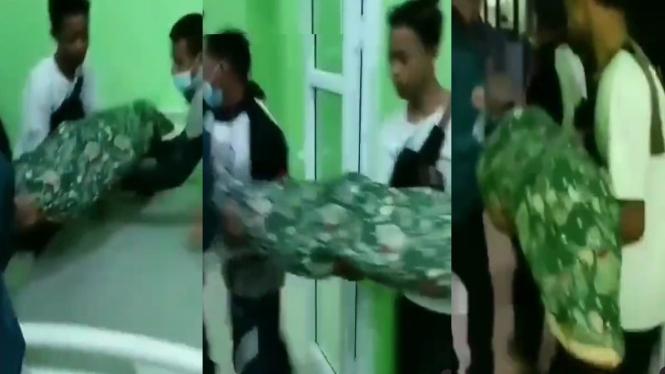 Jenazah Dibawa Motor karena RS Tak Berikan Ambulans (Instagram/mak_lamis)