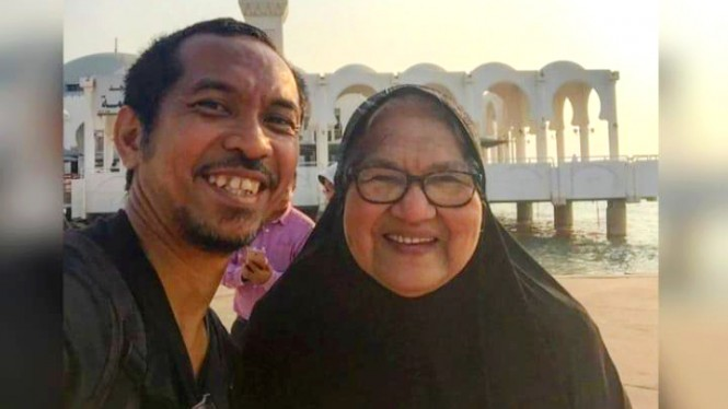 Gitaris Slank, Ridho Hafidz & ibunda (alm) Hj Sien Ely binti Abdul Muthalib