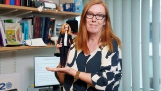 Penemu Vaksin AstraZeneca Prof Sarah Gilbert