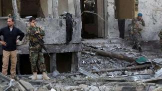 Ledakan di Kabul menghancurkan mobil dan rumah