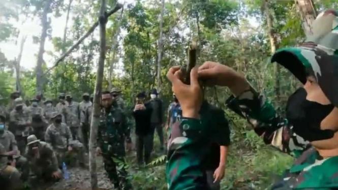 VIVA Militer: Prajurit TNI ajari tentara Amerika bikin jebakan hutan