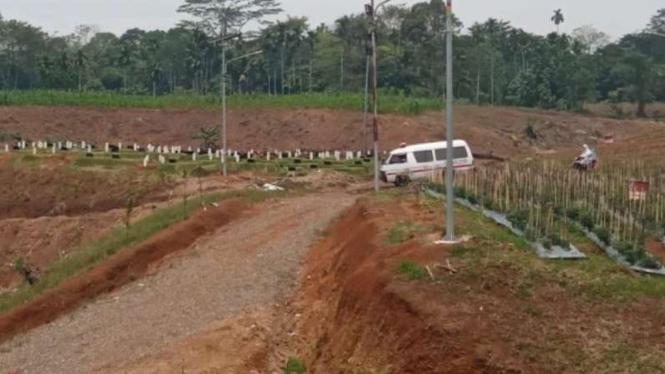 Pemakaman khusus COVID-19 di Medan.