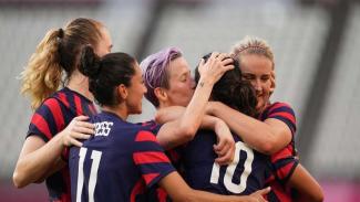 Timnas wanita Amerika Serikat merayakan gol ke gawang Australia