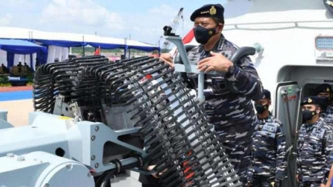 VIVA Militer: KSAL di atas kapal perang baru TNI Angkatan Laut, KRI Pollux-935