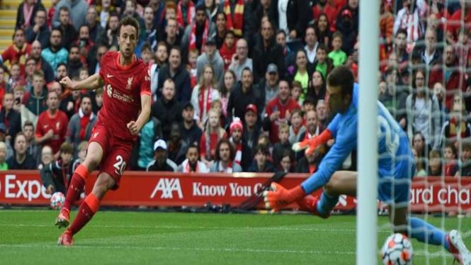 Penyerang Liverpool, Diogo Jota saat membobol gawang Athletic Bilbao